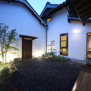 Foto di un grande patio o portico etnico in cortile con ghiaia e nessuna copertura