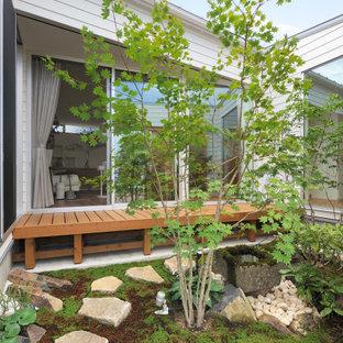 Esempio di un patio o portico etnico in cortile con pavimentazioni in pietra naturale e nessuna copertura