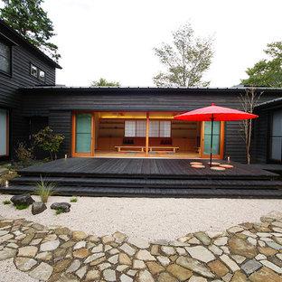 東京都下の和風のおしゃれな中庭のテラス (日よけなし) の写真