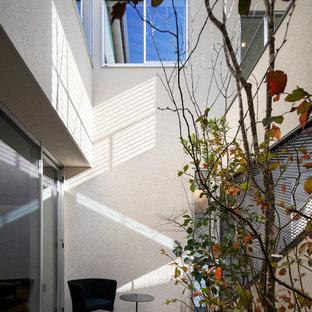 大阪の小さいモダンスタイルのおしゃれな中庭のテラス (タイル敷き、張り出し屋根) の写真