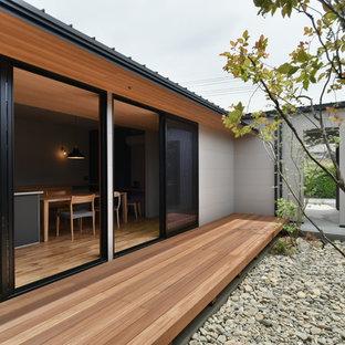 他の地域, のコンテンポラリースタイルのおしゃれな中庭のテラス (張り出し屋根) の写真