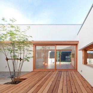 Idee per un patio o portico nordico in cortile con pedane e nessuna copertura