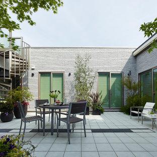東京23区のコンテンポラリースタイルのおしゃれな中庭のテラス (コンテナガーデン、コンクリート敷き、日よけなし) の写真
