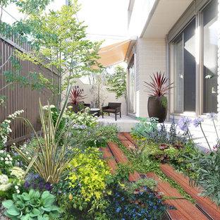 東京23区のトラディショナルスタイルのおしゃれなテラス・中庭 (タイル敷き、オーニング・日よけ) の写真