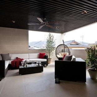 東京都下のコンテンポラリースタイルのおしゃれなテラス・中庭 (張り出し屋根) の写真