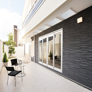 Inspiration For A Contemporary Patio Remodel In Nagoya With A Roof Extension