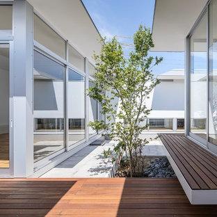 他の地域のモダンスタイルのおしゃれなテラス・中庭の写真