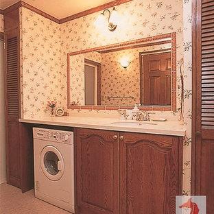 Exemple d'un WC et toilettes victorien de taille moyenne avec un placard sans porte, des portes de placard en bois brun, un carrelage marron, des carreaux de porcelaine, un mur blanc, un sol en vinyl, un lavabo intégré, un plan de toilette en surface solide, un sol beige et un plan de toilette blanc.