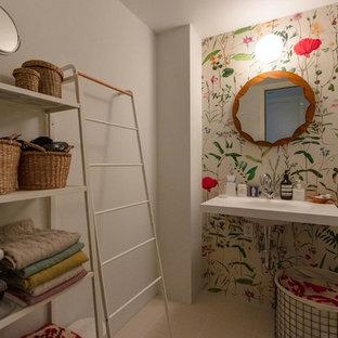 東京23区の北欧スタイルのおしゃれなトイレ・洗面所 (白い壁、白い床) の写真