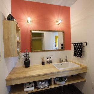 他の地域のトロピカルスタイルのおしゃれなトイレ・洗面所の写真