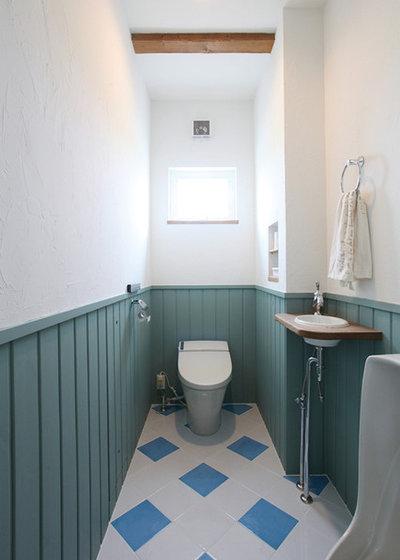 ビーチスタイル トイレ・洗面所 by イイタ建築 ポコ・ハウス有限会社