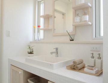 タイル貼りの造作洗面台