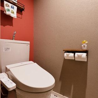 Modelo de aseo de estilo zen con paredes multicolor y suelo multicolor
