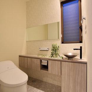 Idéer för funkis toaletter, med beige väggar, vinylgolv och grått golv