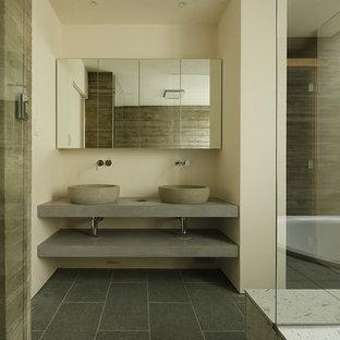 東京23区のモダンスタイルのおしゃれなトイレ・洗面所 (オープンシェルフ、グレーのキャビネット、白い壁、ベッセル式洗面器、コンクリートの洗面台、グレーの床、グレーの洗面カウンター) の写真