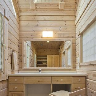 Foto de aseo rural, pequeño, con puertas de armario de madera clara y armarios con paneles lisos
