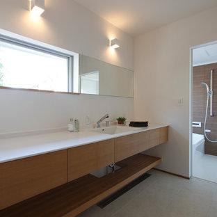 Cette image montre un WC et toilettes asiatique.
