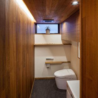 大阪のコンテンポラリースタイルのおしゃれなトイレ・洗面所 (茶色い壁、リノリウムの床、ビデ) の写真
