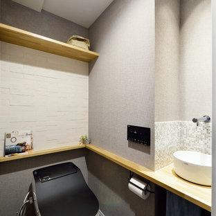 東京23区のシャビーシック調のおしゃれなトイレ・洗面所の写真