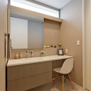 Idée de décoration pour un WC et toilettes nordique avec un mur beige, un sol beige et un plan de toilette blanc.