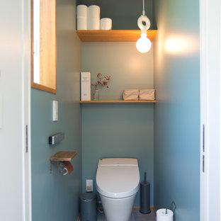 Imagen de aseo asiático, de tamaño medio, con sanitario de una pieza