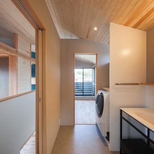 東京都下のおしゃれなトイレ・洗面所 (オープンシェルフ、白いキャビネット、白いタイル、セラミックタイル、白い壁、クッションフロア、茶色い床、白い洗面カウンター、造り付け洗面台、板張り天井、壁紙) の写真