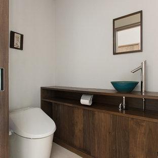 東京都下のカントリー風おしゃれなトイレ・洗面所の写真