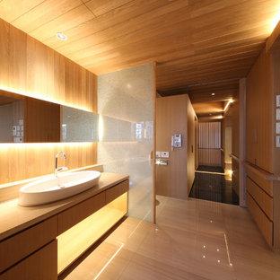 На фото: большой туалет в стиле модернизм с унитазом-моноблоком, коричневыми стенами, мраморным полом, мраморной столешницей, бежевым полом и бежевой столешницей с