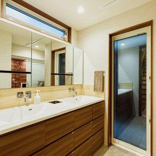 Aménagement d'un WC et toilettes contemporain de taille moyenne avec un carrelage blanc, un sol beige, un plan de toilette blanc, un plafond en papier peint, du papier peint, un placard à porte affleurante, un carrelage imitation parquet, un mur blanc, un sol en carrelage de porcelaine, meuble-lavabo encastré, des portes de placard en bois sombre, un lavabo intégré et un plan de toilette en bois.