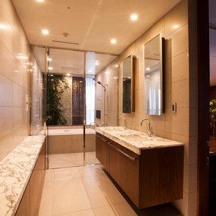 Esempio di un bagno di servizio vittoriano con ante lisce, ante in legno bruno, pareti beige, lavabo integrato, top in marmo, pavimento beige e top multicolore