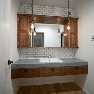 Aménagement d'un WC et toilettes romantique.