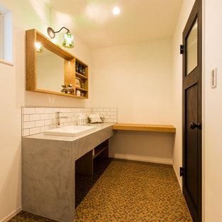 他の地域の小さいインダストリアルスタイルのおしゃれなトイレ・洗面所 (オープンシェルフ、中間色木目調キャビネット、白いタイル、磁器タイル、白い壁、オーバーカウンターシンク、グレーの洗面カウンター) の写真