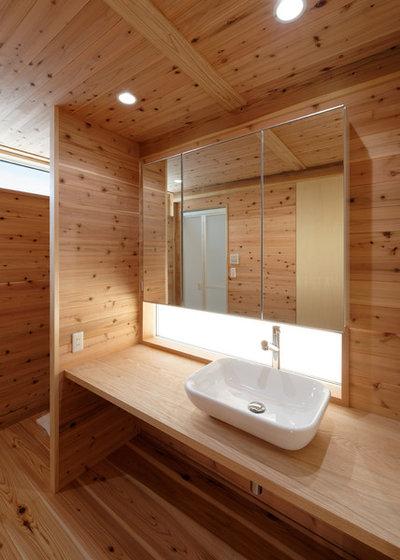 コンテンポラリー トイレ・洗面所 by 高野量平アーキテクツ 一級建築士事務所 Ryohei Takano Architects