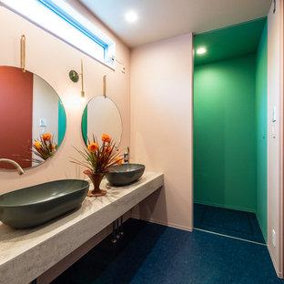 Foto de aseo de estilo zen con paredes blancas, lavabo sobreencimera y suelo azul