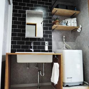大阪のインダストリアルスタイルのおしゃれなトイレ・洗面所の写真