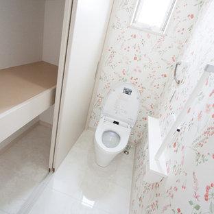 На фото: маленький туалет в стиле модернизм с фасадами цвета дерева среднего тона, белыми стенами, полом из фанеры, монолитной раковиной, столешницей из искусственного камня и белым полом