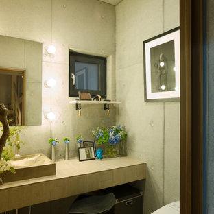 Industriell inredning av ett toalett