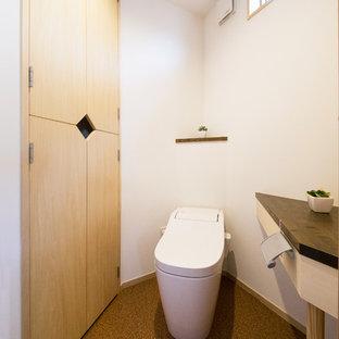 Foto de aseo de estilo zen con paredes blancas y suelo marrón