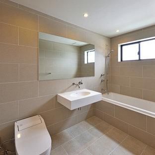 Esempio di un bagno di servizio nordico con pareti beige, lavabo sospeso e pavimento beige