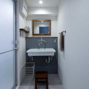 他の地域, のインダストリアルスタイルのおしゃれなトイレ・洗面所の写真