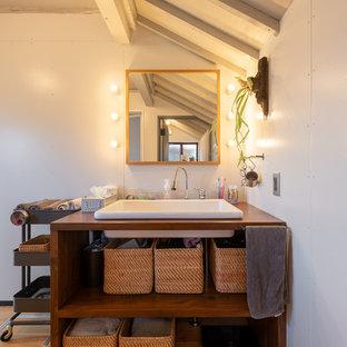 他の地域のインダストリアルスタイルのおしゃれなトイレ・洗面所の写真