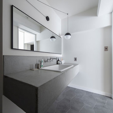 6mのキッチンが主役・無機質リノベーション空間