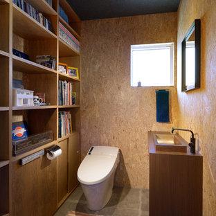 他の地域の中くらいのインダストリアルスタイルのおしゃれなトイレ・洗面所の写真