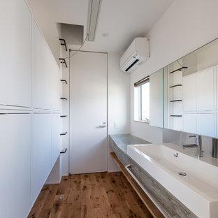 他の地域のミッドセンチュリースタイルのおしゃれなトイレ・洗面所 (コンクリートの洗面台、グレーの洗面カウンター) の写真