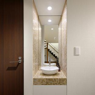 他の地域の小さいモダンスタイルのおしゃれなトイレ・洗面所 (ベッセル式洗面器) の写真