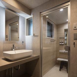 他の地域のインダストリアルスタイルのおしゃれなトイレ・洗面所 (グレーの壁、ベッセル式洗面器、コンクリートの洗面台、グレーの床、グレーの洗面カウンター) の写真