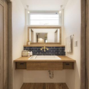 大阪の地中海スタイルのおしゃれなトイレ・洗面所の写真