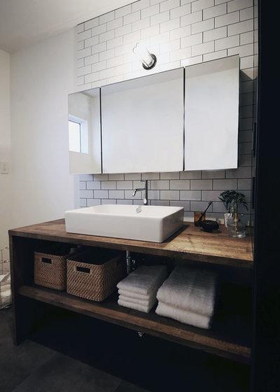 インダストリアル トイレ・洗面所 by CURIOUS design workers 一級建築士事務所