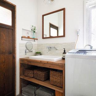 Exemple d'un WC et toilettes romantique.