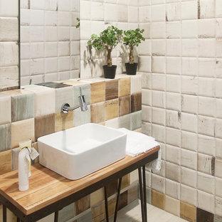 Foto de aseo de estilo zen, de tamaño medio, con lavabo sobreencimera y encimera de madera
